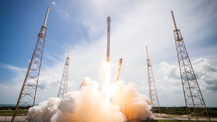 SpaceX, whose Falcon 9 rocket has yet to earn the necessary certification to launch U.S. national security missions, had given strong indications of interest in launching the NRO mission but never confirmed that it actually bid. Credit: SpaceX