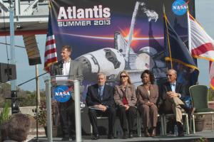 AtlantisDisplay_NASA02.jpg