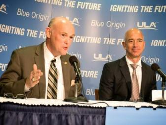 ULA CEO Tory Bruno and Blue Origin founder Jeff Bezos announcing engine partnership at National Press Club in September 2014.