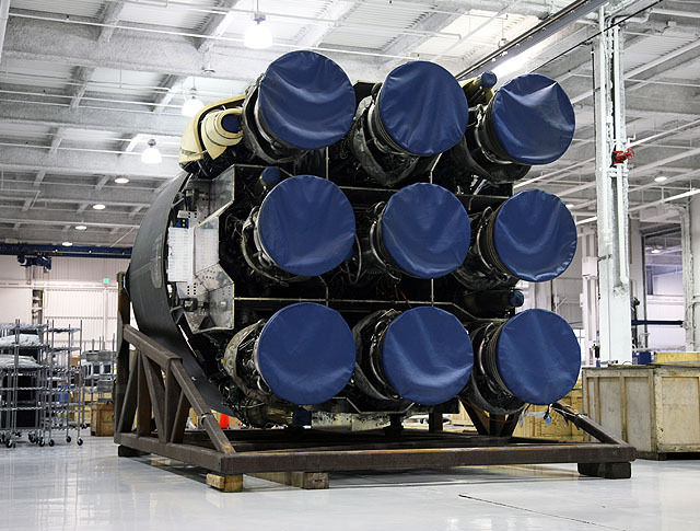 Falcon9engines_SpaceX02.jpg