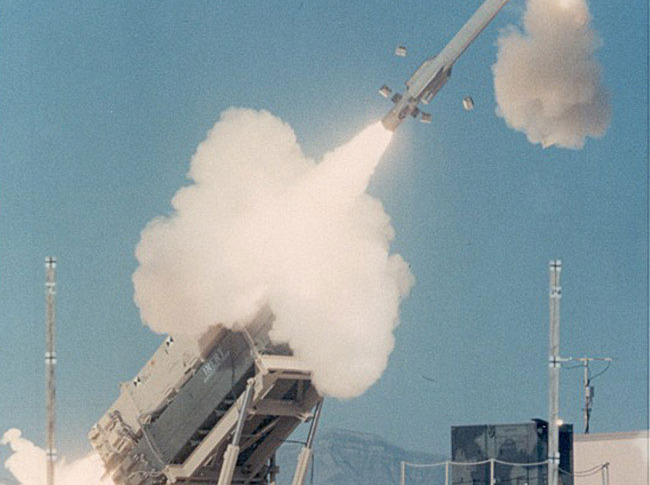 Patriot Missile Shoots Down Target in White Sands Test - SpaceNews com