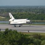 STS131Landing_NASA02.jpg