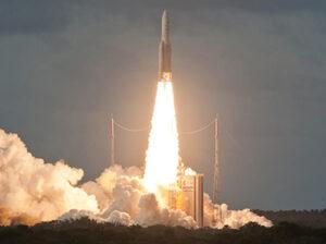 DIRECTV14Ariane5_Arianespace4X3.jpg