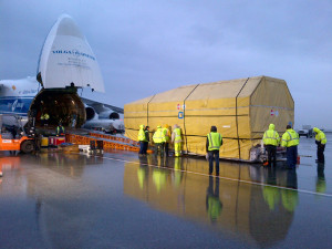 Inmarsat-5 F2 being loaded onto an Antonov AN-124 heavy transporter at LAX for a flight to Baikonur. Credit: Inmarsat