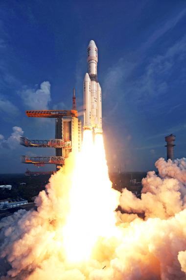 India's GSLV-Mark 3 rocket lifting off on Dec. 18, 2014 suborbital test flight. Credit: ISRO