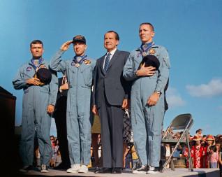 Apollo 13 astronauts and Nixon