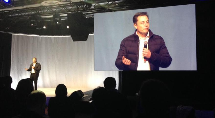 SpaceX founder Elon Musk in Seattle announcing plans  to build a 4,000-satellite constellation. Credit: Washington Aerospace Partnership via Twitter