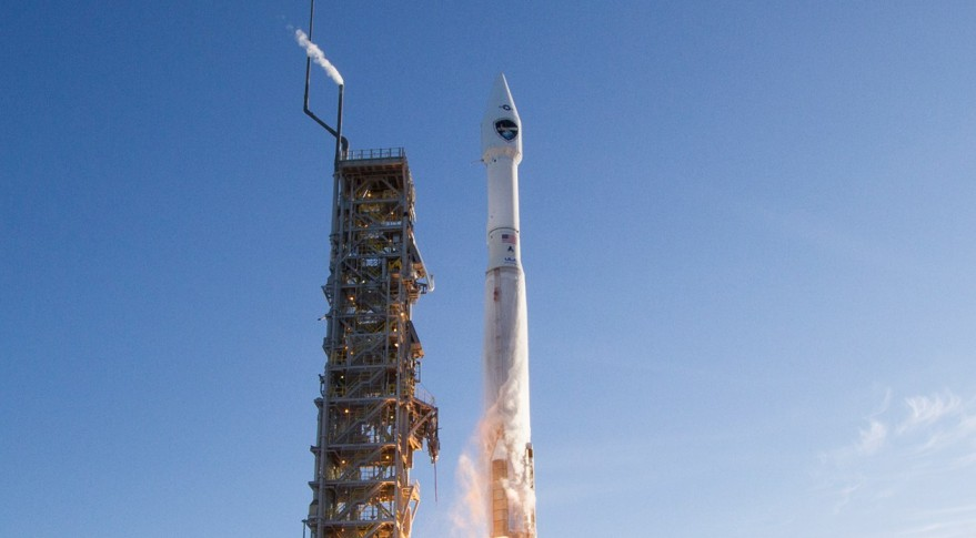 A United Launch Alliance Atlas 5 launches the Defense Meteorological Satellite System (DMSP)-F19 satellite from Vandenberg Air Force Base in California on April 3, 2014. Credit: United Launch Alliance