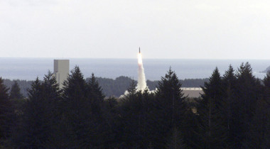 A U.S. Air Force Quick Reaction Launch Vehicle lifts off the pad at the Kodiak Launch Complex in Alaska. Credit: National Archives