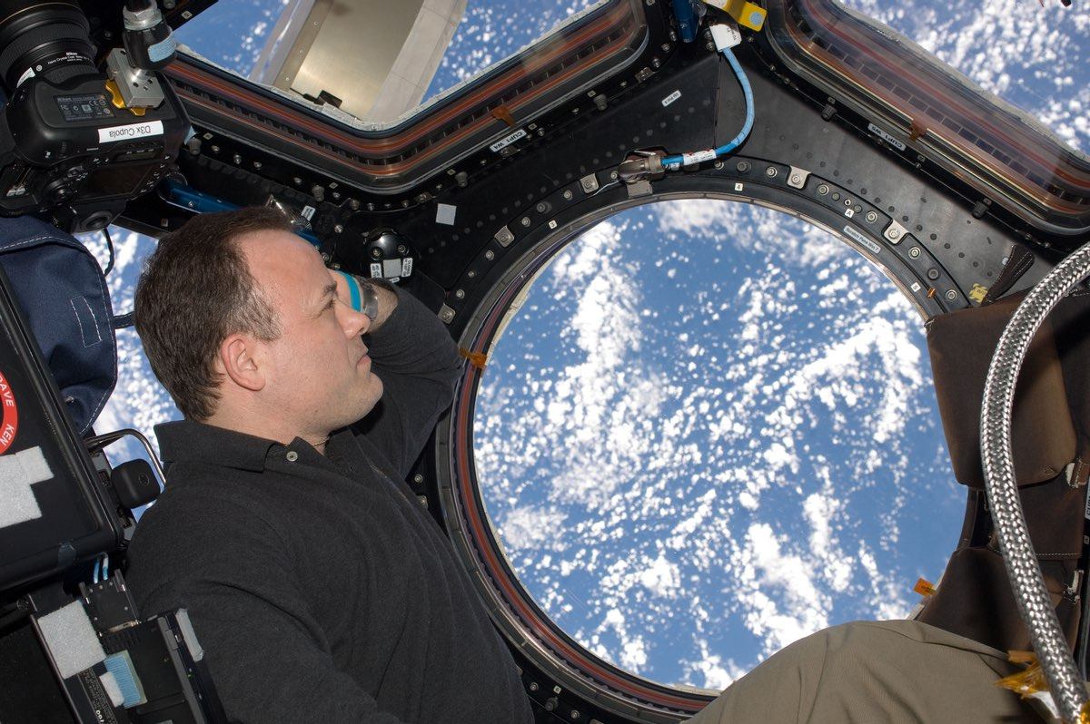 Former NASA astronaut joins World View as chief pilot ...