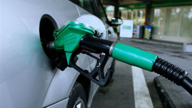 Gas Pump. Source: Wikimedia Commons, Rama