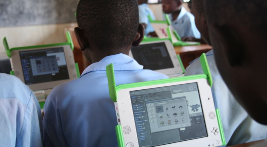 One_Laptop_per_Child_at_Kagugu_Primary_School,_Kigali,_Rwanda-19Sept2009