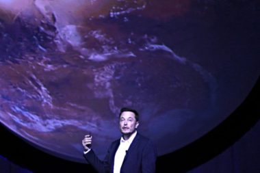 SpaceX CEO Elon Musk unveils his plans to colonize Mars during the International Astronautical Congress in Guadalajara, Mexico. Credit: IAC webcast