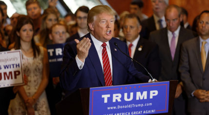 donald_trump_signs_the_pledge_18