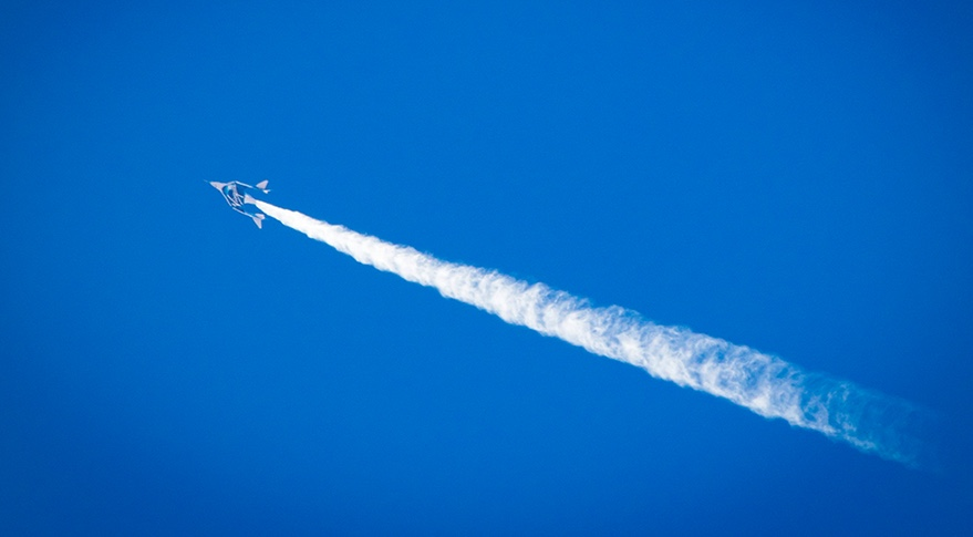 SpaceShipTwo contrail