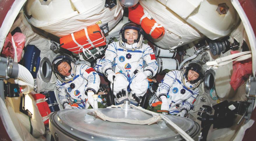 Çin'in Haziran 2012'deki Shenzou-9 misyonu, uzay programının ilk insan yerleştirme istasyonunu belirledi. Çin Uzay İstasyonu programı, bu ayın 5 Mart'taki başarısızlıkla sonuçlandı. Ancak Çin'in taahhüdü, başarısızlığın projeyi tamamlama yolundaki bir engelden daha fazlası olmayacağını öne sürüyor. Kredi: Xinhua / Deniz Harp Okulu