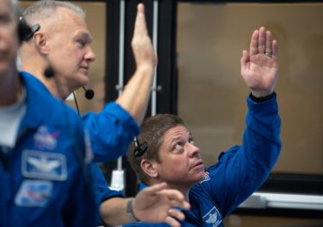 NASA astronauts Doug Hurley (left) and Bob Behnken (right), who are to fly with the manned Demo 2 mission, are watching the launch of a SpaceX Falcon 9 on March 2, launching the Crew Dragon The company's Spaceship for the Demo 1 mission, from the Launch Control Center at the Kennedy Space Center. Photo credits: NASA / Joel Kowsky