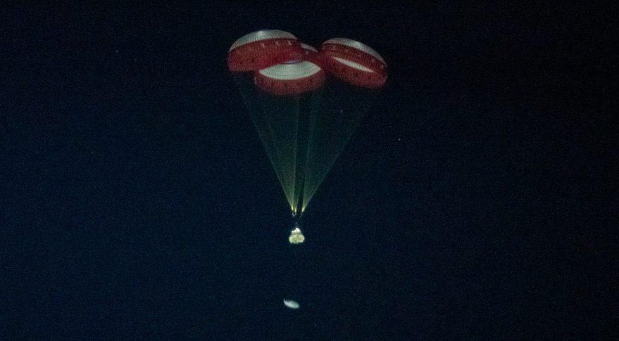 Starliner under chutes