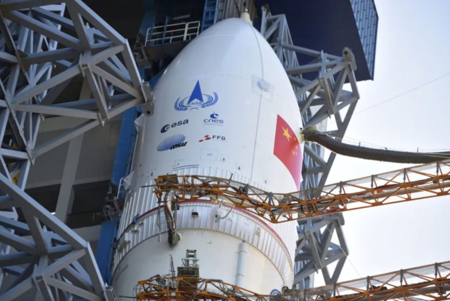 China moves rocket into spot for upcoming Mars mission