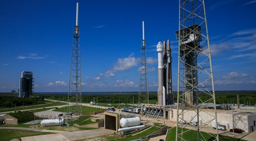 Starliner rollout to pad